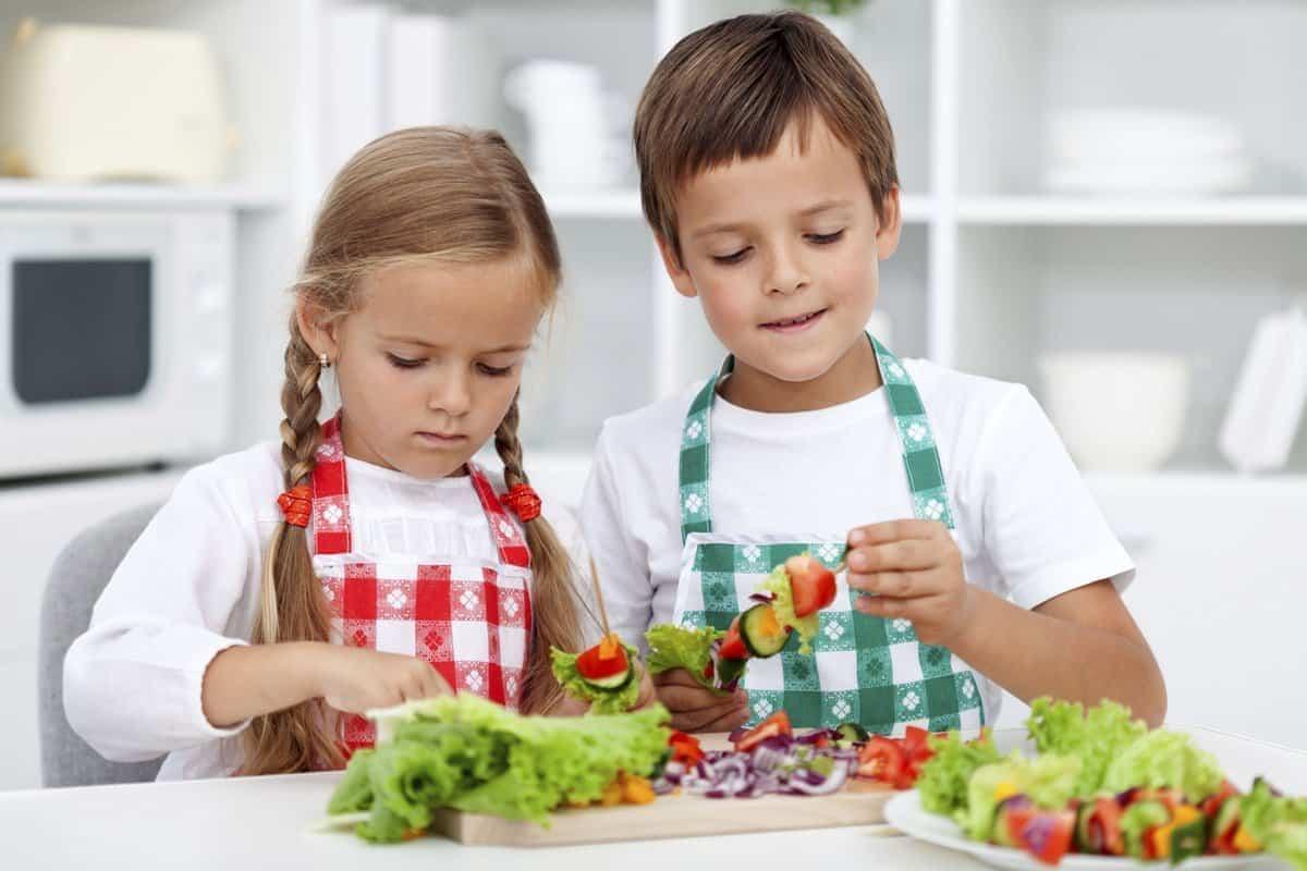 ¿Por qué es importante cuidar la alimentación de los niños y adolescentes?